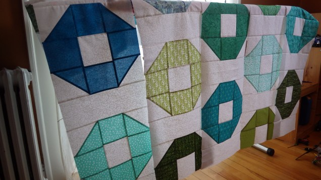 Side angle of green shoo fly quilt
